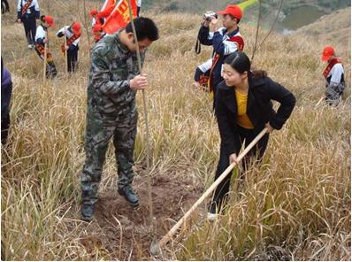 重庆万州技校部分学生团员参加志愿者环保活动