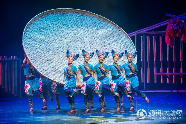 组图:大型跨界融合舞台剧《秘境云南》在沙坪坝上演