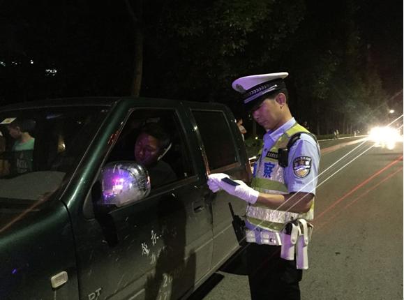 男子酒后抱侥幸心理开车进城 不料仍被交巡警查获