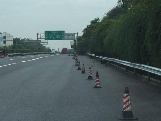 G85成渝高速大修施工 进城方向交通有调整