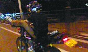 深夜摩托车飙车族 撞人后被判2年赔36万