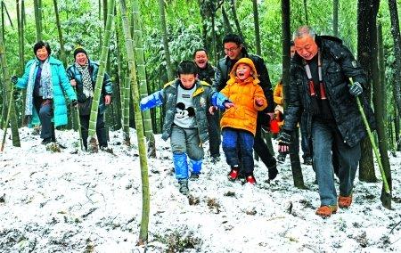 """今年首个小长假 温泉冰雪""""卖""""了上亿元"""