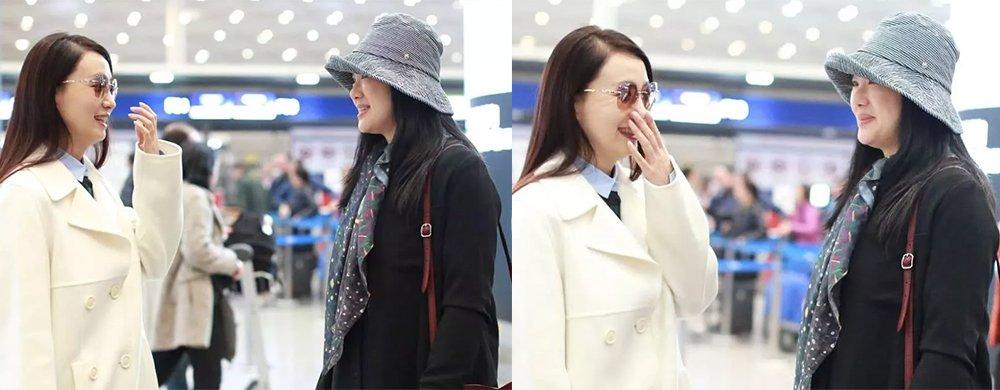 《小欢喜》俩妈妈偶遇!陶虹咏梅机场热聊,一黑一白气质都很美