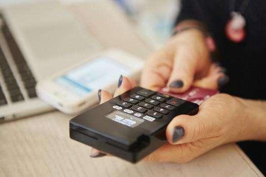 一起聊一聊 消费首选你是给现金还是刷卡?