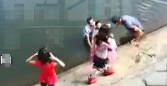 体弱多病两大爷 跳下水库救了两女孩