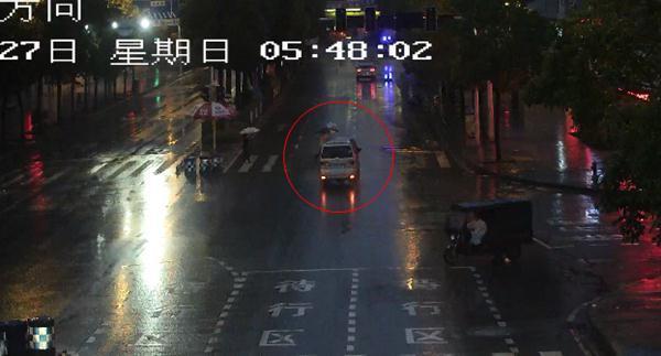 """面包车司机""""眼花""""酿事故 交巡警提醒切勿疲劳驾驶"""