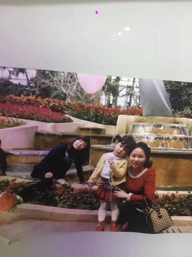 重庆:四年前拍照漂亮姐姐当了背景 如今她竟是女儿小学班主任