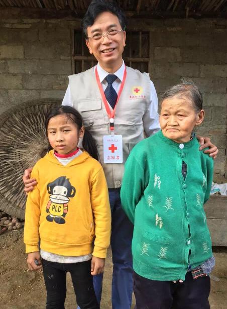 爱尔眼科白内障公益项目助力5万贫困患者见光明
