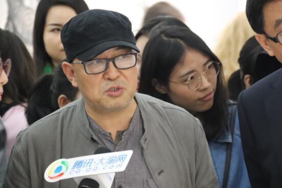 """重庆美术馆邀""""艺术名家带您看展""""首期吸粉数万"""
