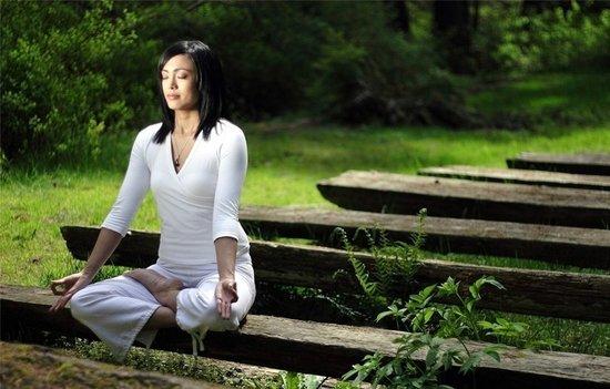 妙龄美女瑜珈拉提斜板操