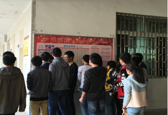 """让墙壁""""说话"""" 渝北中学打造高三励志文化"""