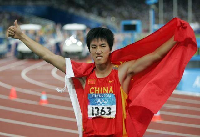 刘翔微博表爱国之心:正义和平必胜 祖国万岁