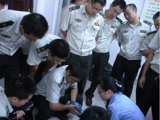 三峡医院对高速执法人员进行急救培训(组图)