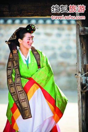 身着传统韩服的韩国美女图片