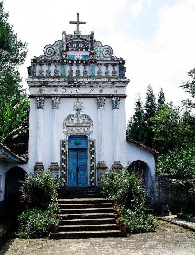 山巅之上的神秘教堂身份被曝光 居然有俩兄弟在重庆