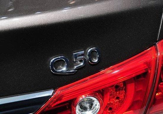 全新奔驰C级加长对比英菲尼迪Q50 入门豪华中级新贵大战