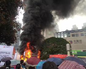 突发:观音桥广场 失火现场浓烟滚滚