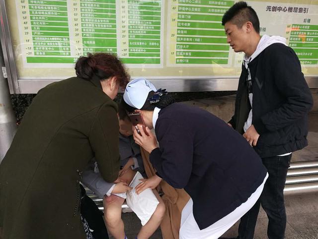温暖!医务人员爱心接力 顺利转运烫伤男孩就医