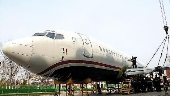 一高校豪掷千万买波音737飞机给学生上课(图)