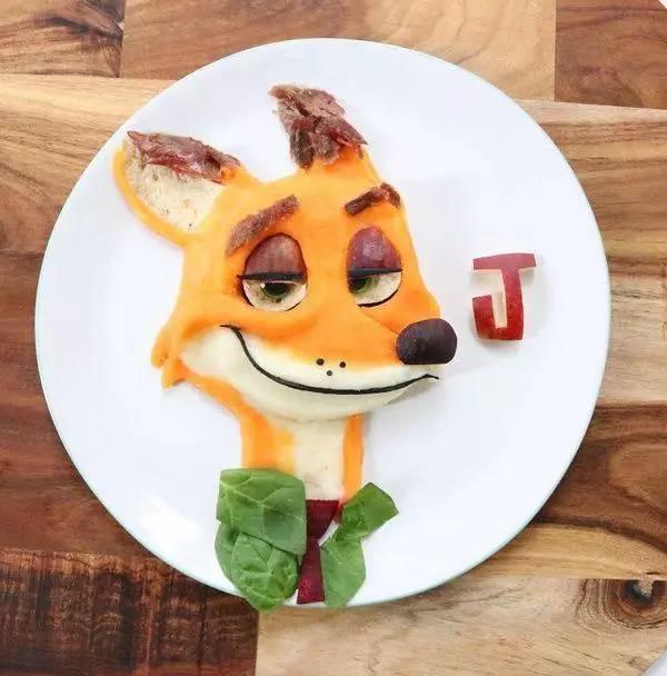 《疯狂动物城》中的狐狸尼克:羊腿配甜土豆泥,菠菜,甜菜,无花果