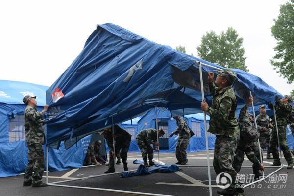 """垫江发生""""5.8级地震"""" 模拟演练灾后的""""生死救援"""""""