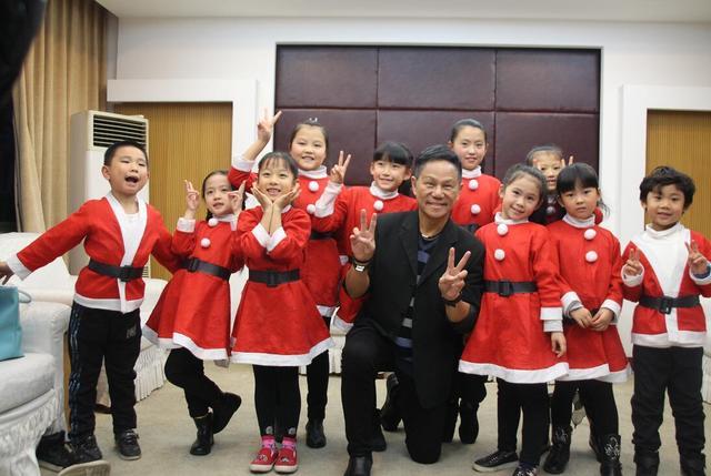 """《神奇圣诞》空降重庆 """"星谷宝贝""""亲临大师见证奇迹"""