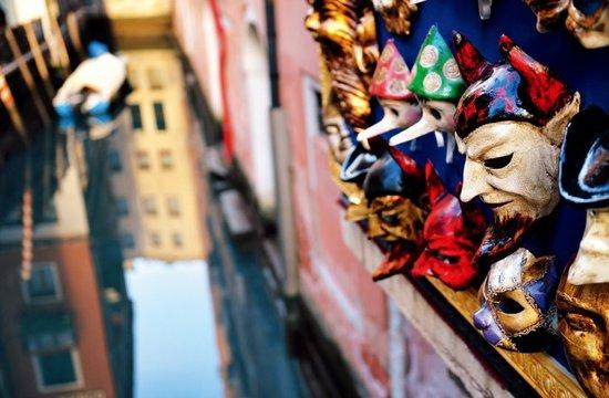 水城威尼斯 探访面具背后的最美古街