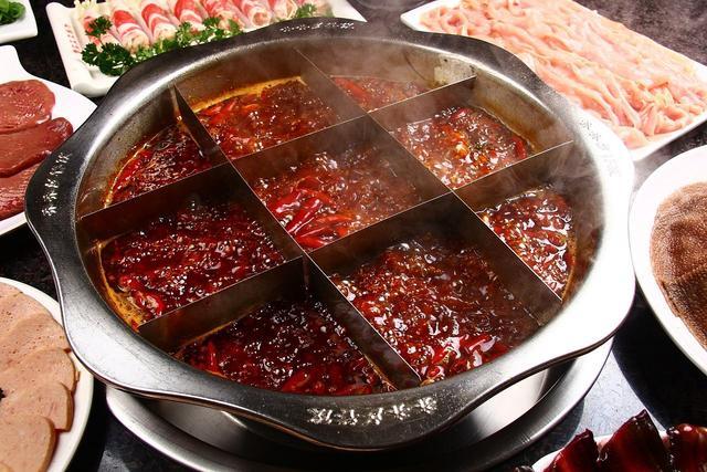 """多家火锅店竟用""""潲水油"""" 有的还分布各地"""