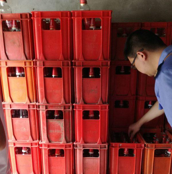 """重庆市场现""""重友啤酒"""" 原来是国宾啤酒的山寨版"""