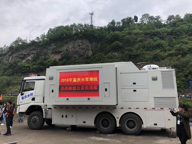 重庆开展军地抗洪抢险应急演练 一大批高科技设备投入救灾