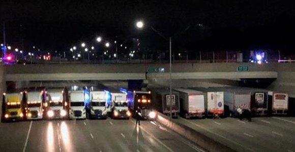 """13辆大卡车组成""""车墙"""" 阻止男子跳桥"""