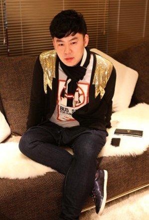 网友称重庆遍地LOGO女 大牌崇拜几时休?