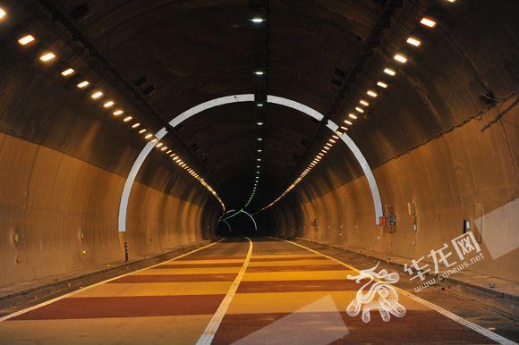 渝遂高速云雾山隧道大修完工 设行车变道抓拍系统