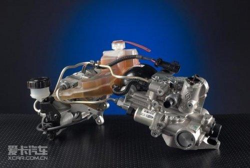 根据这些传感器传来的信号,判断驾驶者的操作意图,进而对液压执行机构