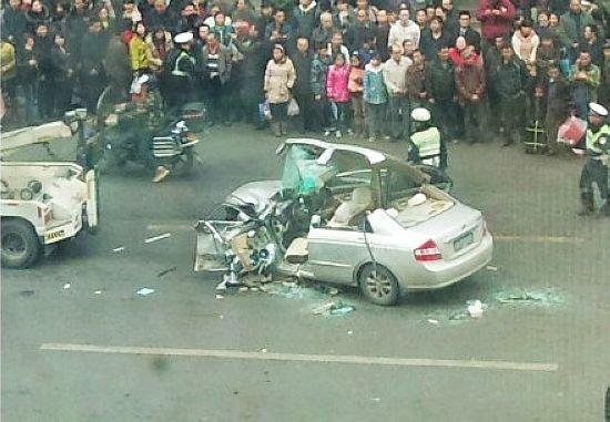 元惨烈车祸_竟然还斗气开车,结果在江北观音桥引发了惨烈车祸:4车相撞,3人死亡10
