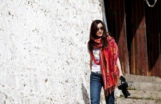行走在朝圣路上记者美女西藏行群底美女露图片