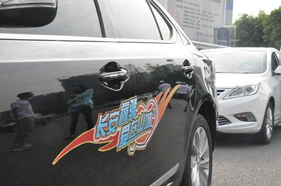 公益在行动 重庆爱心车队免费送新生到校