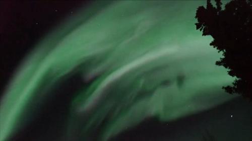 日本团队拍摄高速闪烁极光 耀目光芒灿烂美丽