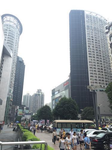 亚洲最大最高LED屏亮相观音桥