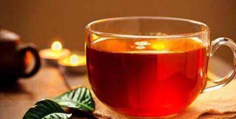 公园用红茶当免费消暑饮料引质疑