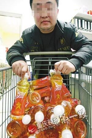 沃尔玛买到过期饮料 超市负责人不回答不解释