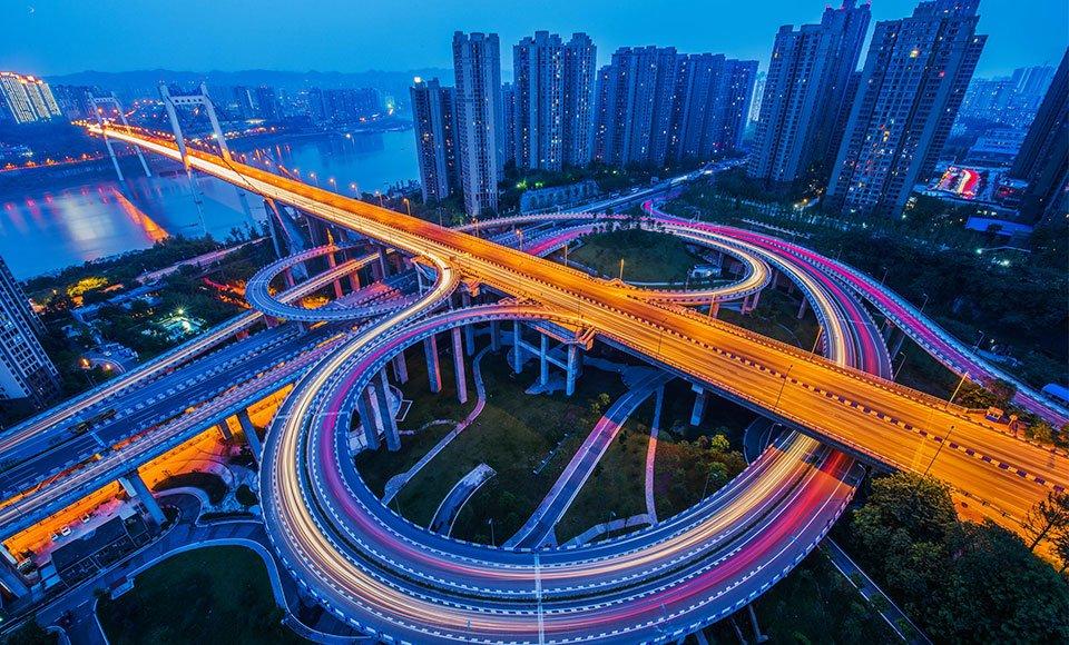 """九龙坡区为自身路网""""开沟通渠"""" 为楼宇经济的发展奠定了基础 杨孟摄"""