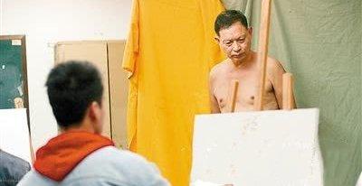 67岁老修鞋匠成裸模:不认为羞耻 这是艺术