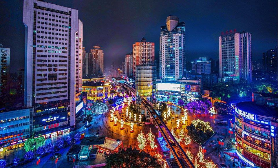 楼宇经济的发展使九龙坡变身为一个现代服务业特色集聚的样板间  杨孟摄