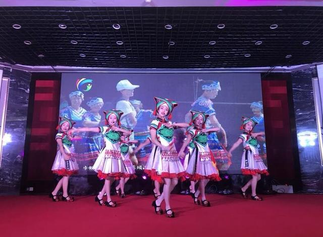 黔江旅游2018年推介会在渝召开 春节前往更方便