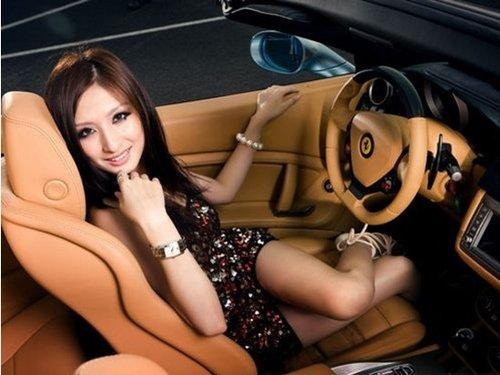2013重庆汽车博览会 首日女性免票观展