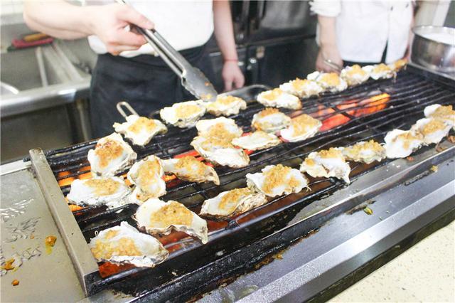 低至49元的海鲜牛排自助烤吧 吃饭还能带走五百万