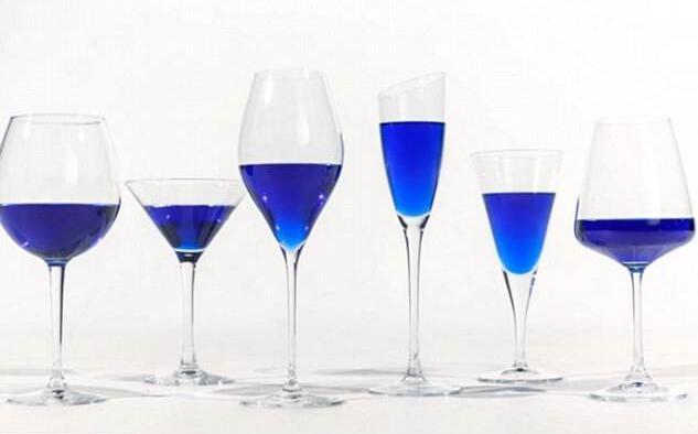 蓝色葡萄酒,敢喝吗?