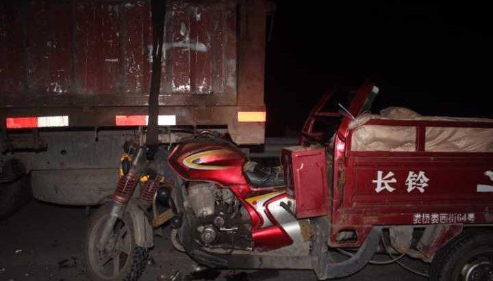 男子骑车自拍被撞死