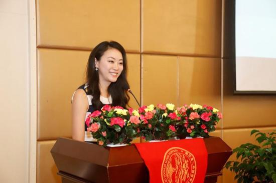 傅晓田到访二外讲述战地报道经验 成为该校导师团成员